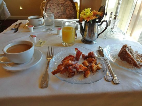 The Inn at Saratoga: Breakfast