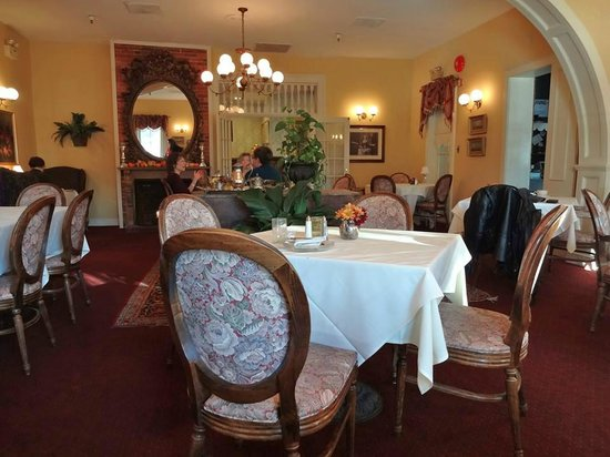The Inn at Saratoga: Dining