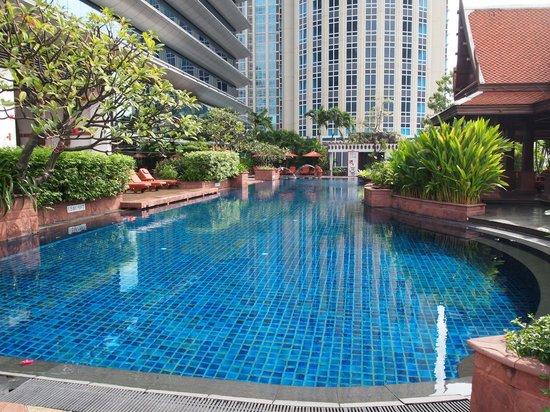 Plaza Athenee Bangkok, A Royal Meridien Hotel: 수영장
