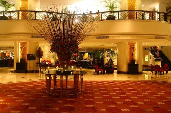 Plaza Athenee Bangkok, A Royal Meridien Hotel: 로비