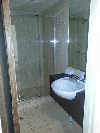 Adelaide Rockford: bathroom