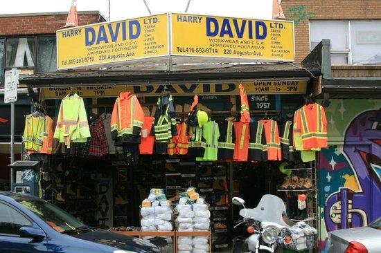 Kensington Market and Spadina Avenue: Auch das gibts im Kensington Market zu kaufen