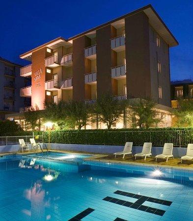 Una serata in allegria photo de hotel villa saba for Hotel asiago con piscina