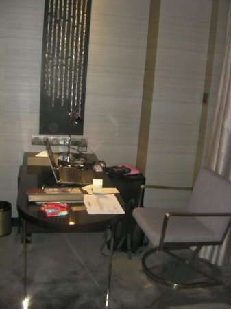 Modern Classic Hotel: my wi-fi free office