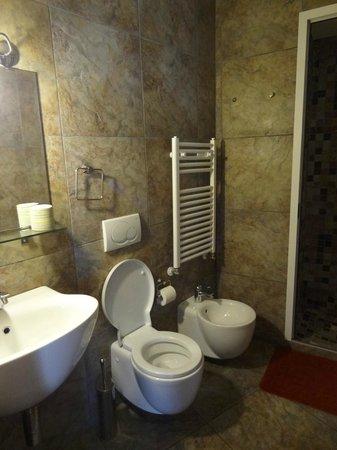 Fra i Sassi Residence: Bathroom