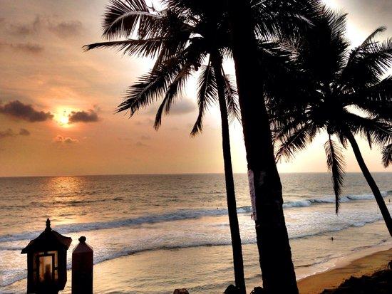 Krishnatheeram Ayur Holy Beach Resort: Sunset at Krishnateeram.