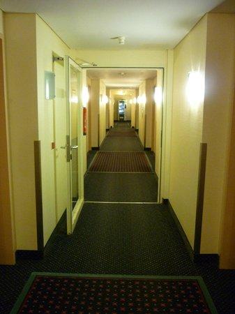 Arcadia Hotel Bielefeld: Коридор