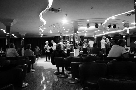 Hotel Rosamar: Post Dinner Dancing!