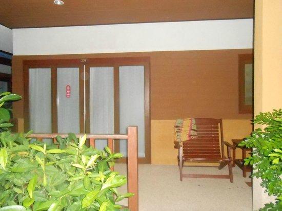 The Lipa Lovely Beach Resort: Наше бунгало
