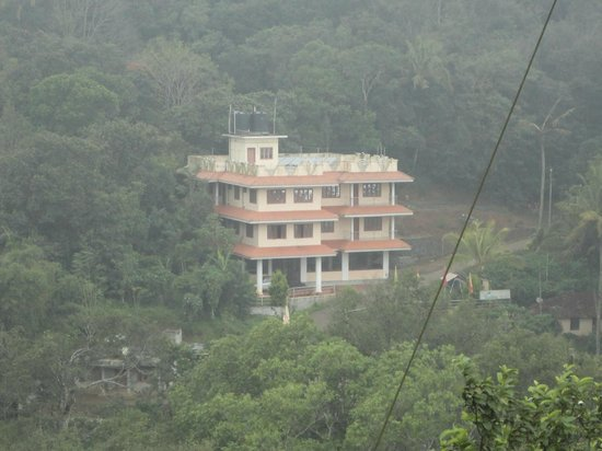 WindHaven Resort: hotel from opposite mountain