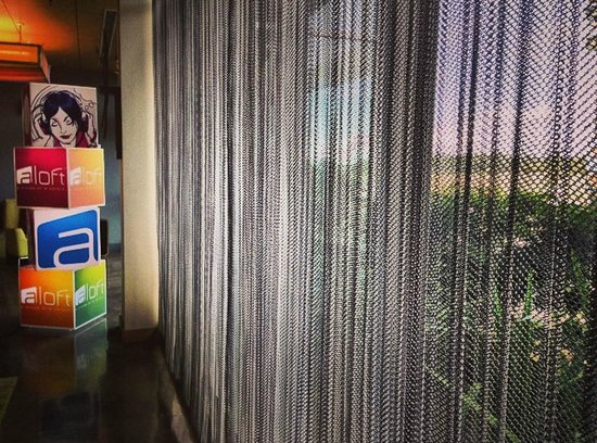 Aloft San Jose Hotel : metal mesh curtainsvery hip