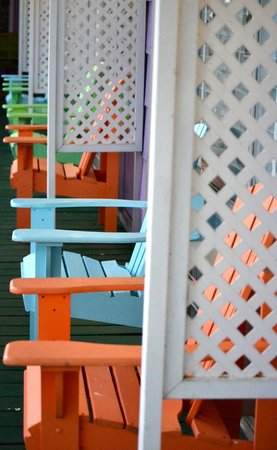 Apalachicola River Inn: view of the porch from our door...sooo cute!!