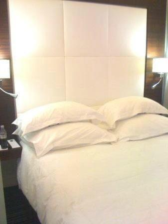 Grand Hotel Grenoble Centre : Mon lit!