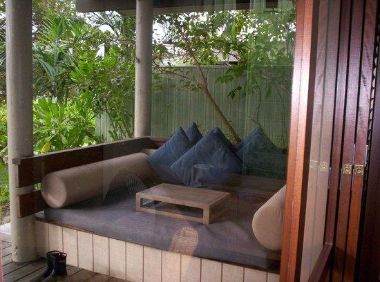 Lizard Island Resort: deck esterno con prendisole, Anchor bay suites