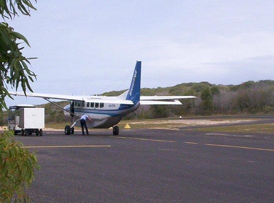 Aereo Privato Barilla : Pista atterraggio privata con aereo privato posti foto