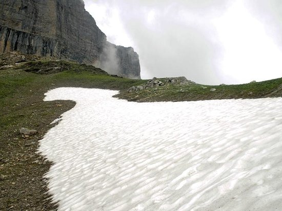 The Eiger Trail : Unmelted ice