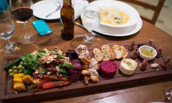 Doris Metropolitan: Mixed appetizer plate