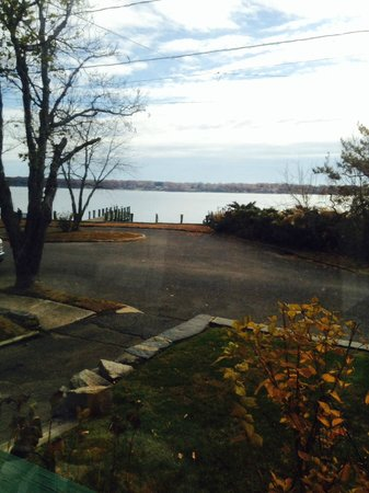 Stirling House Bed and Breakfast: View from the Shelter Island Room