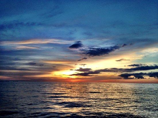 Almaco Diving & Tours: Sunset... Pura Vida!