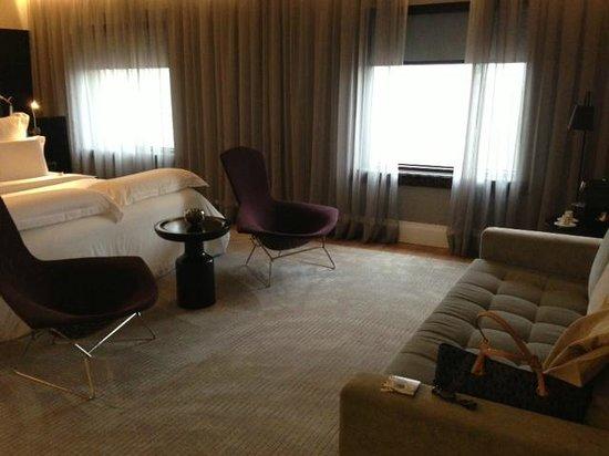 Pullman Sao Paulo Ibirapuera: Vista interna de parte da suite