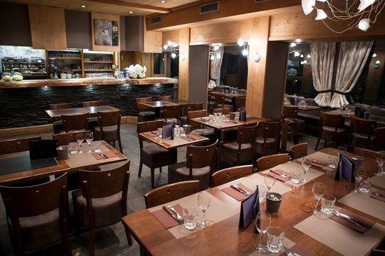 Hotel Bellevue: Brasserie rénové en 2013