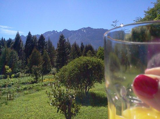 Cabañas El Refugio de Puelo : desayuno al sol