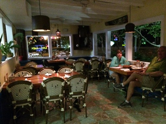 Ballyhoo's Historic Seafood Grille: dining room