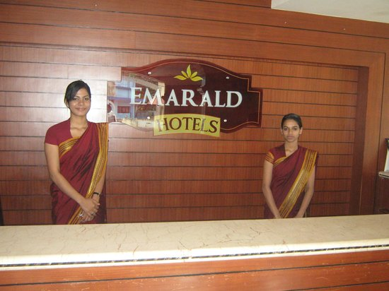 Emarald Hotel Cochin: Reception staff