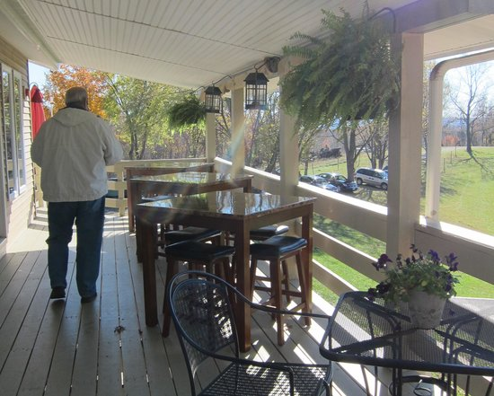 Little Washington Winery: Deck/balcony area