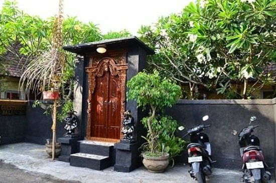 Dana Guesthouse: Best Front gate