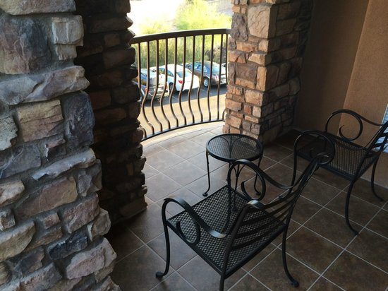 Embassy Suites by Hilton Tucson Paloma Village : Balcony, Corner Suite