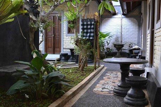 Dana Guesthouse: Realxing Terrace's