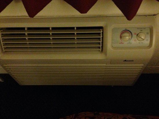 Americas Best Value Inn Pendleton: Wall heater low fan doesn't work