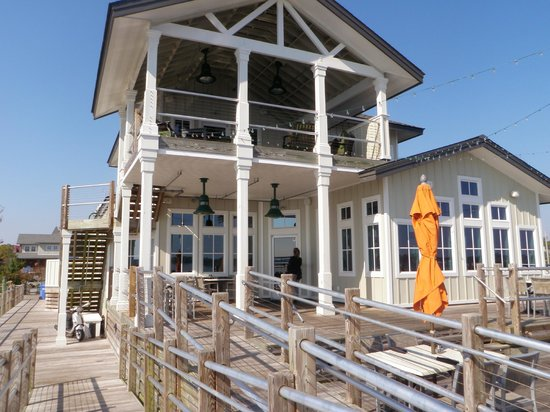 Persimmons Waterfront Restaurant: Outdoor seating