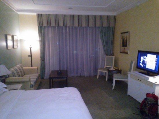 Hilton Beirut Habtoor Grand: Room