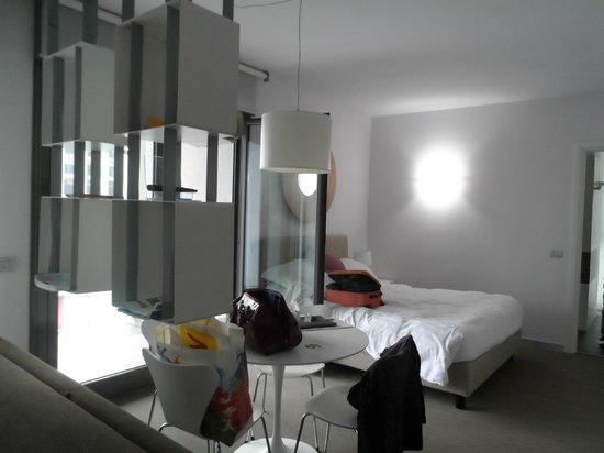 Zambala Luxury Residence: Bed area