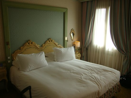 Hotel Papadopoli Venezia MGallery by Sofitel: Cama