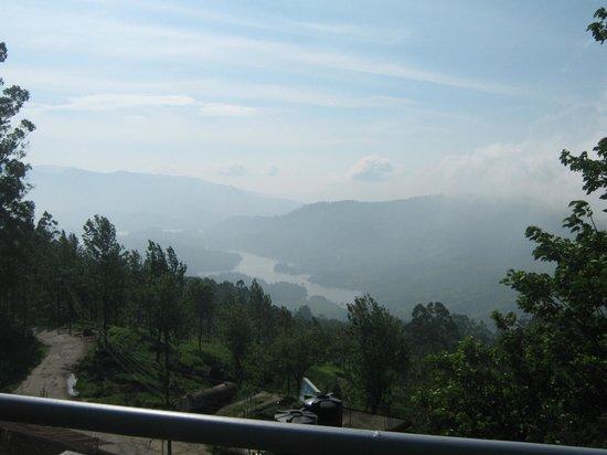 Munnar - Terrace Greens, A Sterling Holidays Resort : Beautiful lake view