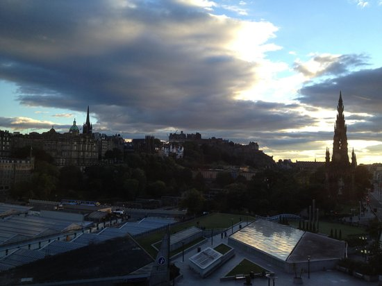 The Balmoral Hotel: voiew of the castle at sunset
