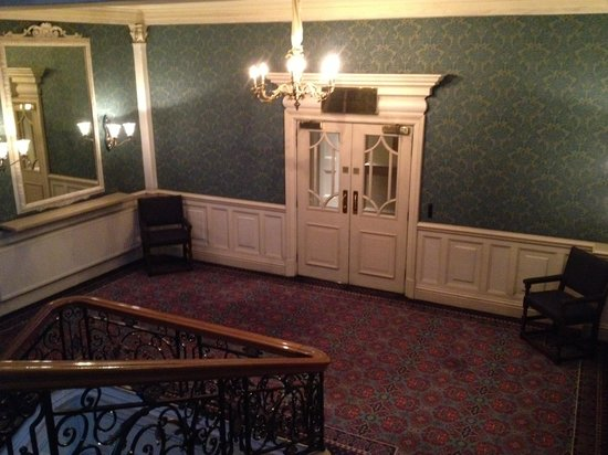 The Balmoral Hotel : take the stairs