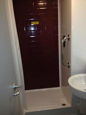 Travelodge Manchester Central Arena: futuristic bathroom  11/2013