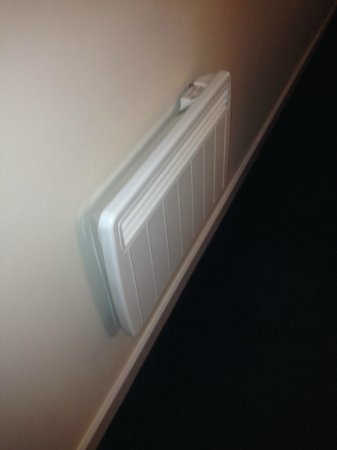 Travelodge Manchester Central Arena: small radiator that blasts out heat and controlled 11/13