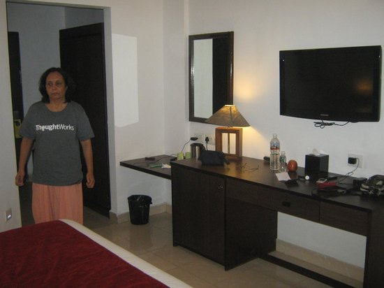 Munnar - Terrace Greens, A Sterling Holidays Resort : Preparing for the night rest