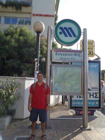 Ilissos Hotel: Estação Sygrous Fix, há 5 minutos do hotel (caminhando)