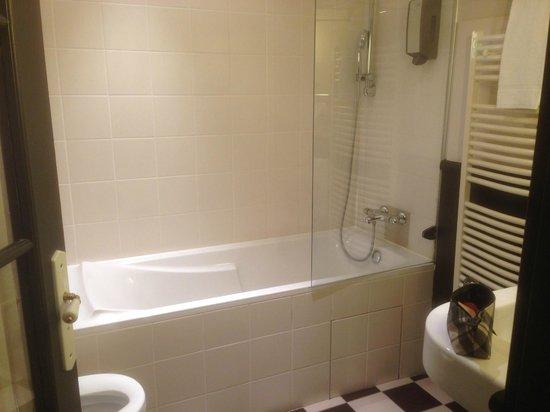 Hotel Bayard Bellecour : Salle de bains