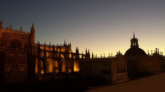 EME Catedral Hotel : la cattedrale al tramonto
