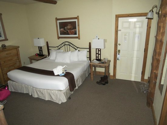 The Lodge at Breckenridge: King size bed