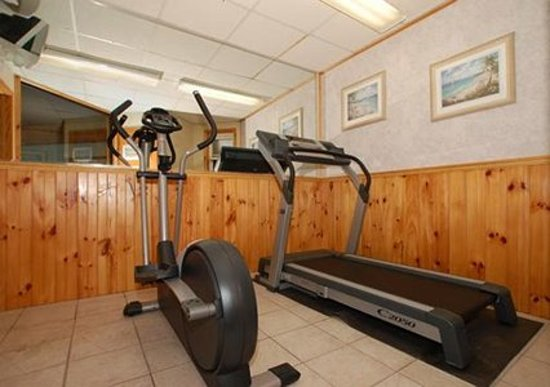 Econo Lodge Inn & Suites - Plattsburgh: Fitness area off Indoor Pool