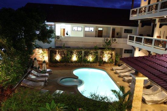 Lamai Perfect Resort: Бассейн вечером