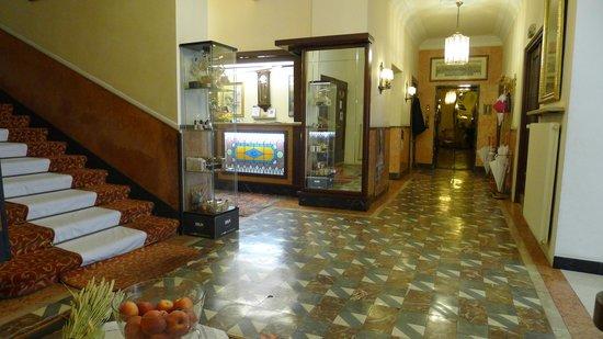 Hotel Europa Splendid: Portineria